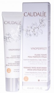 Caudalie Vinoperfect Fluid 01 - Fluid tonujący SPF20 Light